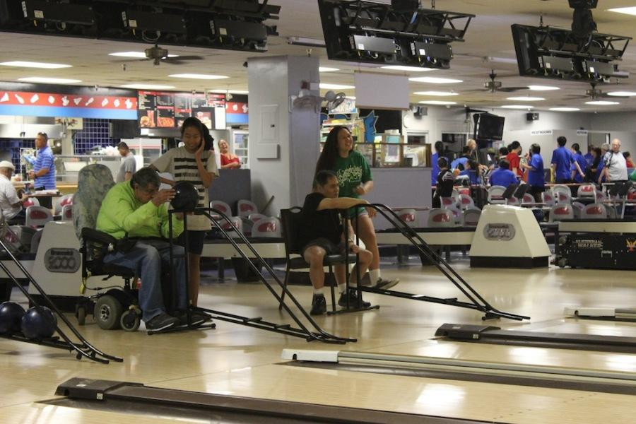 Club+Med+volunteers+help+handicapped+bowlers+once+a+month+at+Fort+Shafter+bowling+alley.+The+program+was+begun+40+years+ago+by+an+Academy+graduate.