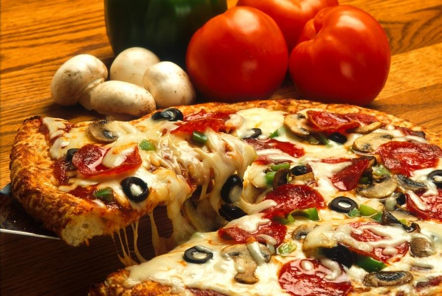 Pizza+is+a+perennial+American+favorite.+Some+of+the+most+popular+come+from+New+York%2C+California+or+Chicago.+
