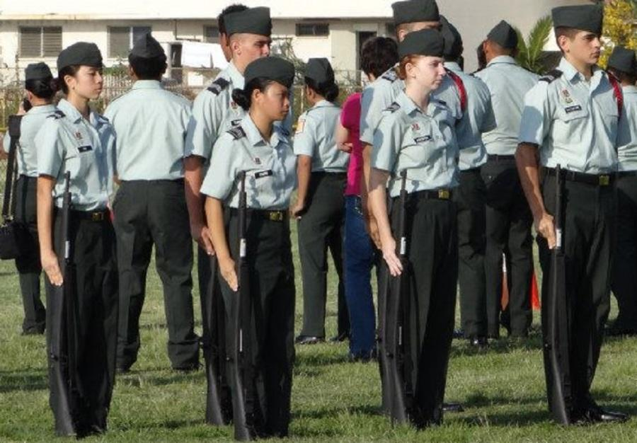 Senior+Conner+Chung+is+the+first+Academy+student+to+lead+the+entire+Punahou+JROTC+battalion.+