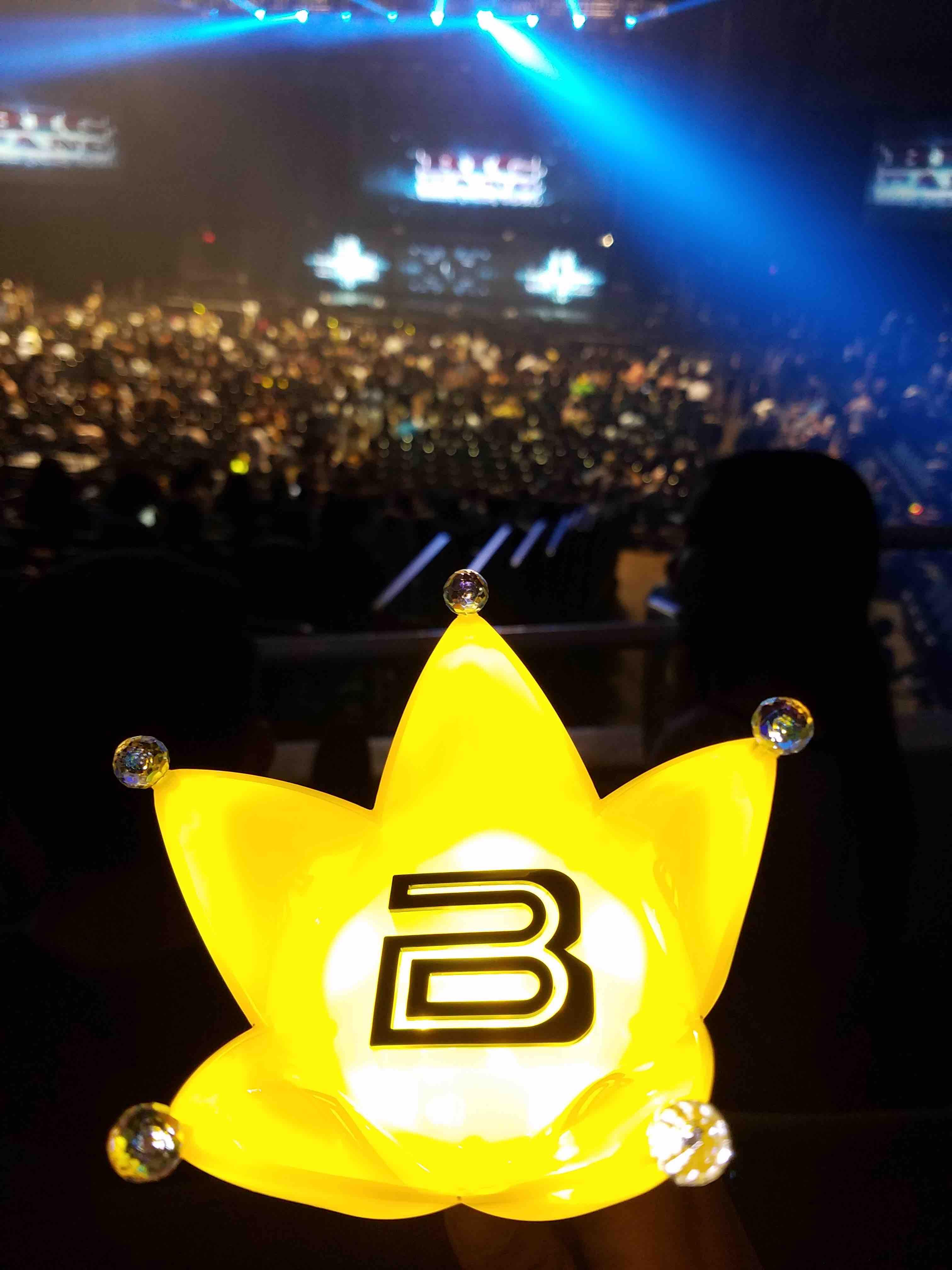 Fans using the Big Bang Official Light Stick during the Honolulu concert over the weekend.