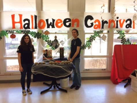 Seniors bring Halloween spirit to Leahi Hospital