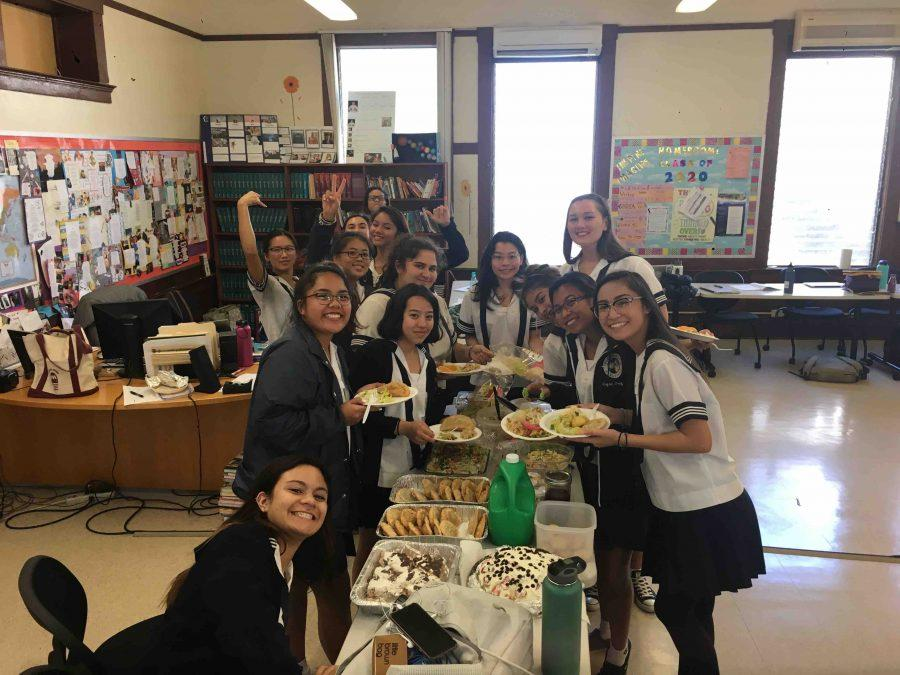Literature+of+Food+students+enjoy+a+potluck%2C+as+a+way+for+food+to+bring+a+sense+of+unity+within+each+other.+