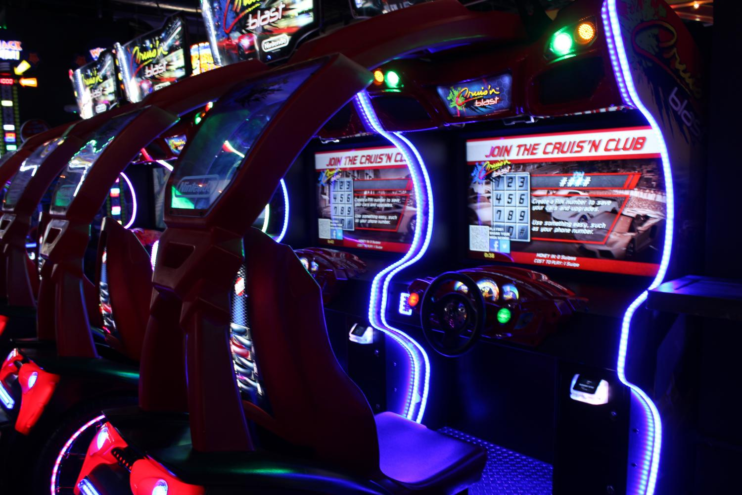 Setup+of+one+of+the+car+race+games+at+Lucky+Strike.