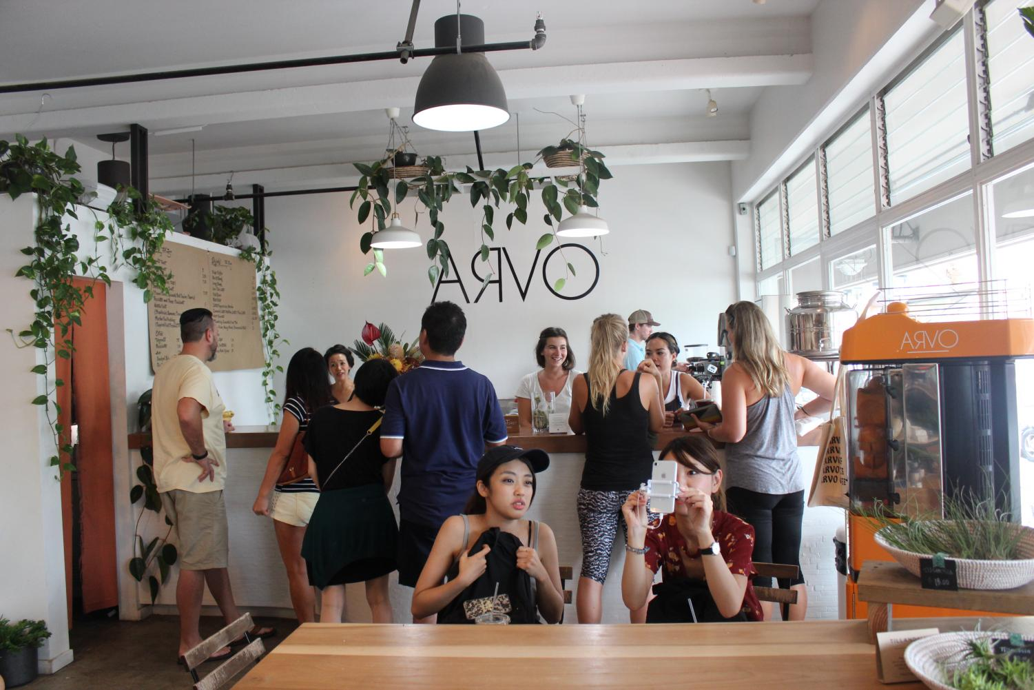Arvo Cafe attracts both locals and visitors to its Kakaako location. Photo by Grace Kim.
