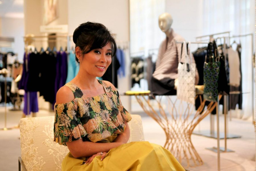 Local+entrepreneur+Shelley+Cramer+has+been+working+to+create+opportunities+for+girls+to+blossom+into+strong+leaders.+With+an+extensive+resume+working+at+high-profile+companies+and%2C+most+recently%2C+at+Saks+Fifth+Avenue+%28pictured+here%29%2C+Cramer+founded+a+mentorship+program+at+Sacred+Hearts+Academy+called+Girls+Got+Grit.+The+program+allows+students+to+work+with+prominent+women+leaders%2C+as+well+as+intern+with+various+companies.+Photo+by+Jenelle+Ho.
