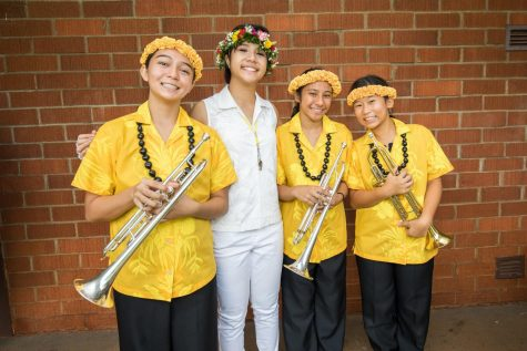 Senior Kacey Chong poses with trumpet players as they wait for the Wahiawa parade to start. Photos courtesy of Brian Wong.