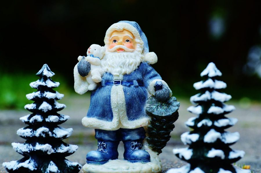 Instead+of+red%2C+South+Korea%27s+Santa+Claus+is+dressed+in+blue.+Photo+courtesy+of+Pexels.%0A