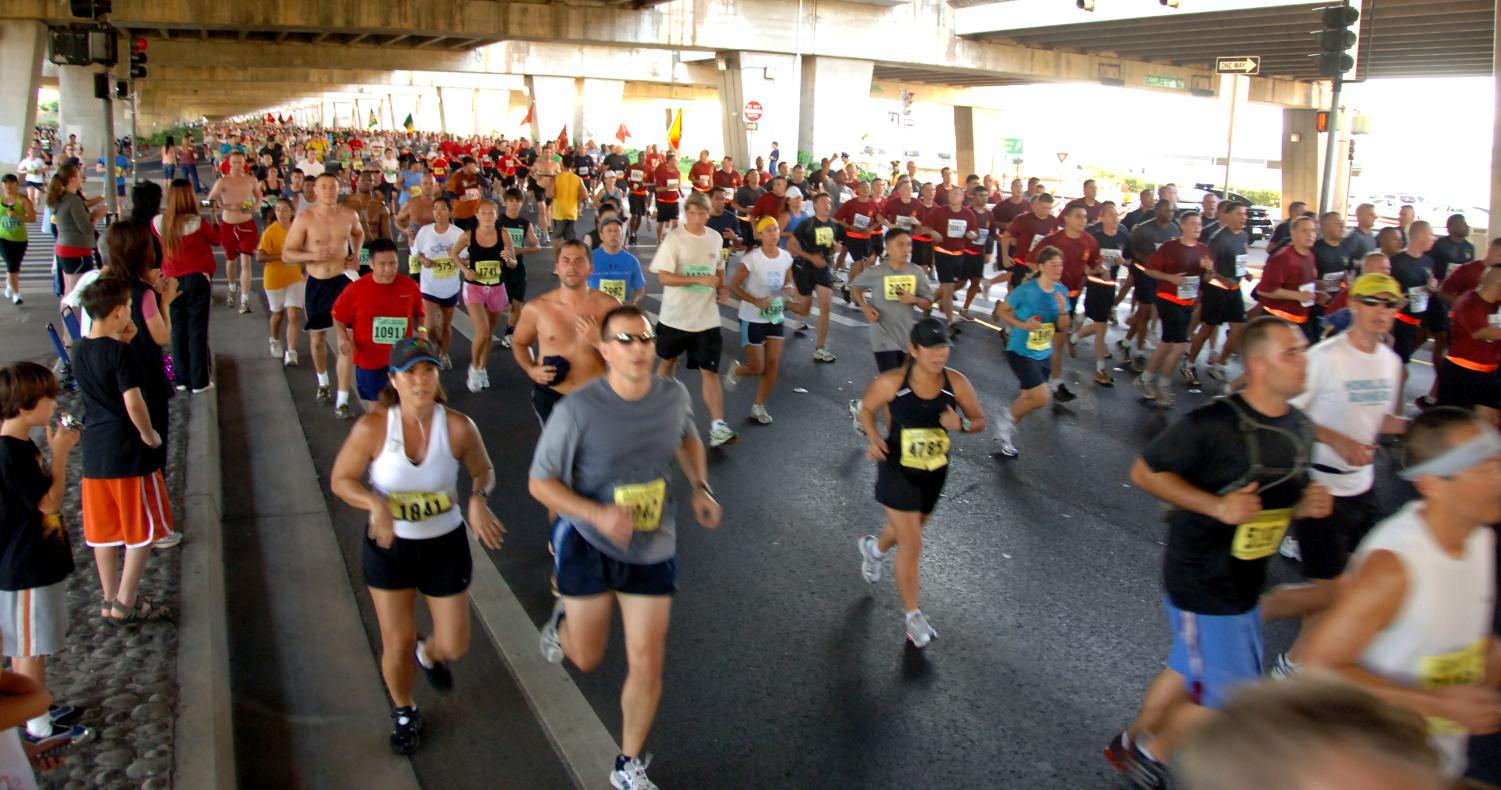 A large group of families and friends participate in the Great Aloha Run each year.  Photo courtesy of Official United States Air Force.